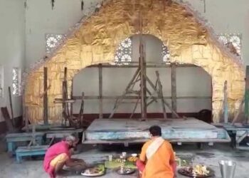 জলপাইগুড়ি রাজবাড়ীর দেবী দুর্গার কাঠামো পুজো দিয়ে শুরু হলো দেবী দুর্গার আগমন
