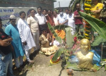 ডা:হা:গোয়ানারা গোবিন্দ্রপুর নবারুণ সংঘ ক্লাবে খুঁটি পূজার শুভ সূচনা করলেন ২ব্লক সভাপতি অরুময় গায়েন