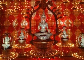 মা আসছেন ঘোটকে, গমন দোলায়, জেনে নিন বাহনের তাৎপর্য