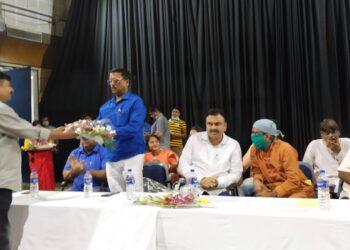 ভাটপাড়া পুরসভার তরফে দু-হাজার টাকা আর্থিক সাহায্য, মাস্ক, স্যানিটাইজার প্রদান পুজো কমিটিগুলোকে